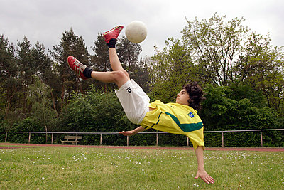 Football player - p0210477d by Siegfried Kuttig