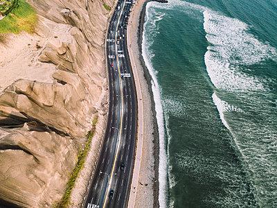 Aerial view of Costa Verde coastline, Lima, Peru - p1166m2096052 by Cavan Images