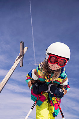 Low angle view of excited girl skiing against sky during winter at Spitzingsee, Bavaria, Germany - p300m2197471 by Studio 27