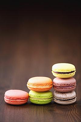 Macarons - p307m1116528f by Naho Yoshizawa