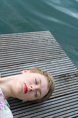 Woman by the lake - p427m2109228 by Ralf Mohr