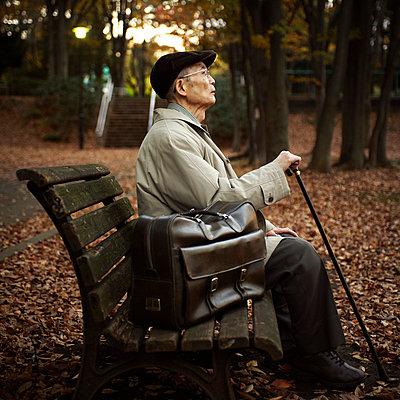 Senior in a park - p5000136 by Yumiko Kinoshita