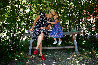 Mother and daughter in the garden - p972m1088642 by Felix Odell