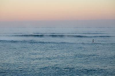 Morgenröte am Meer - p464m1208058 von Elektrons 08