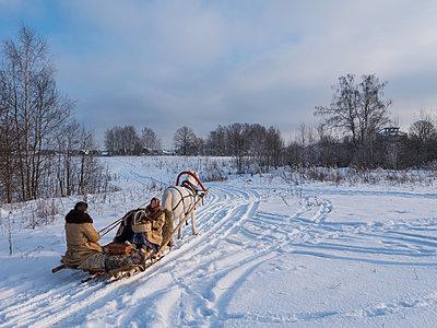 Pferdeschlitten im Winter  - p390m1582795 von Frank Herfort