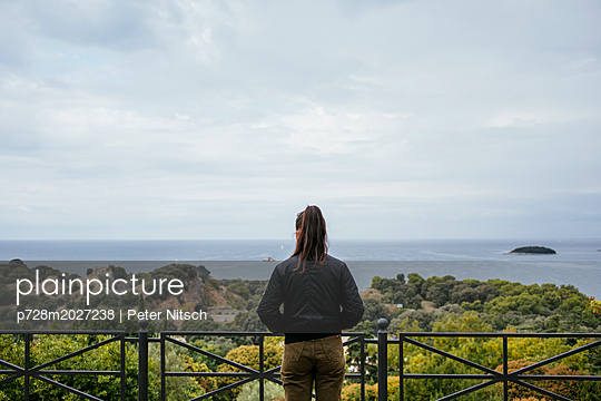 View of the bay and the sculpture park in Vrsar - p728m2027238 by Peter Nitsch