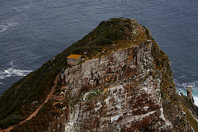 Small House on top of Mountain, High Angle View, Cape Town, South Africa - p694m663759 by Maria K