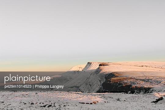 Sunlight on snow, Llyn y Fan Fach, Brecon Beacons, Wales - p429m1014523 by Philippa Langley