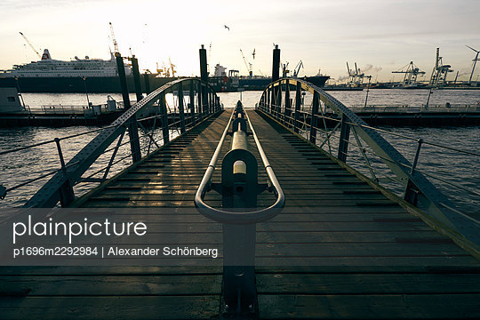 Landungsbrücken - p1696m2292984 by Alexander Schönberg