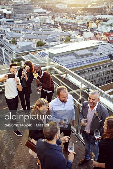 plainpicture - plainpicture p426m2146248 - High angle view of business... - DEEPOL by plainpicture