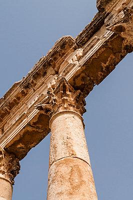 Ruinen der antiken Stadt Apameia im Norden Syriens - p1493m2063549 von Alexander Mertsch