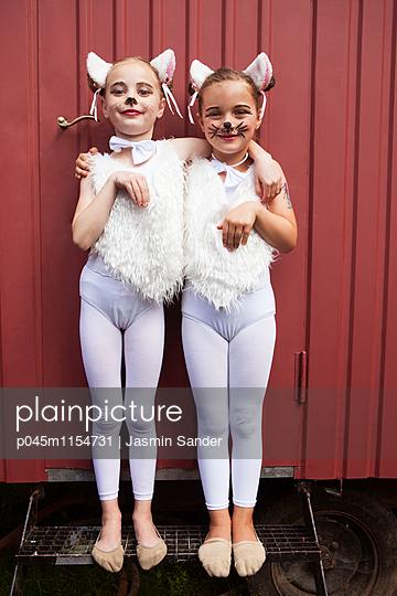 Kätzchen haben Spaß - p045m1154731 von Jasmin Sander