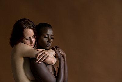 Lesbisches Paar - p427m1464913 von Ralf Mohr