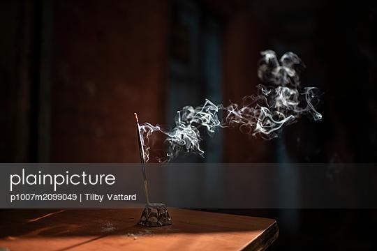 Incense stick burning - p1007m2099049 by Tilby Vattard