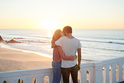 Lovers by the sea at sunset - p1124m1503661 by Willing-Holtz