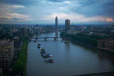 High angle view of river Thames at dawn, London, England, UK - p429m1062244f by Peter Muller