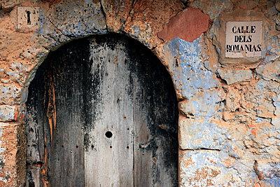 Doorway in Figols, Catalunya, Spain, Europe - p871m946754 by David Pickford