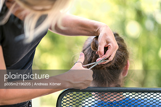 Haircut outdoors - p335m2196205 by Andreas Körner