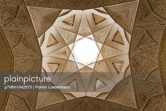 Decke der Karawanserei  in Meybod - p798m1042973 von Florian Loebermann
