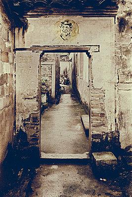 Mao-Konterfei auf einer alten Mauer - p1565m2150167 von Laurence Chellali