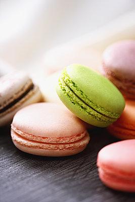 Macarons - p307m1116527f by Naho Yoshizawa