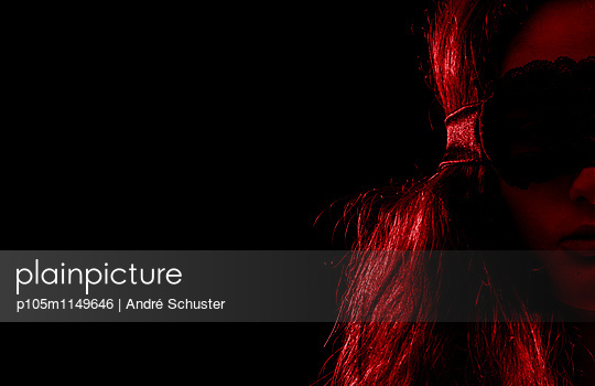 Blindfold - p105m1149646 by André Schuster