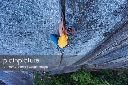 man lead climbing off width granite climb in Squamish Canada BC - p1166m2191919 by Cavan Images