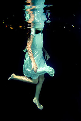 Girl Underwater  - p1019m2100556 by Stephen Carroll