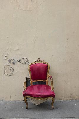 Alter Stuhl - p445m931902 von Marie Docher