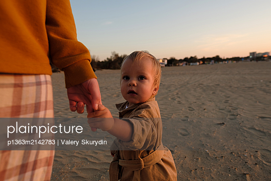 Mother and son on beach - p1363m2142783 by Valery Skurydin