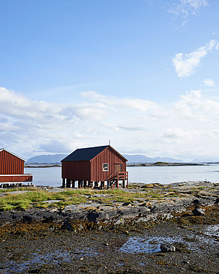 House at the Norwegian coast - p1124m933561 by Willing-Holtz