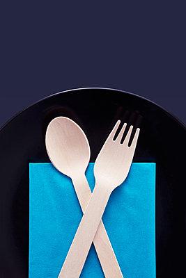 Wooden cutlery  - p1149m1590394 by Yvonne Röder