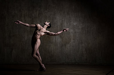 Dancer - p1139m2022087 by Julien Benhamou