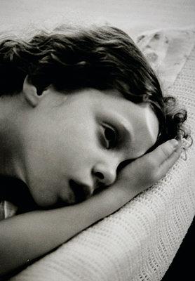 Trauriges Mädchen - p1174m2045153 von lisameinen