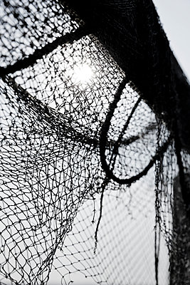 Fischernetz im Gegenlicht - p248m951417 von BY
