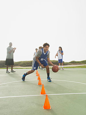 Basketball team doing drills at practice - p555m1415510 by Erik Isakson