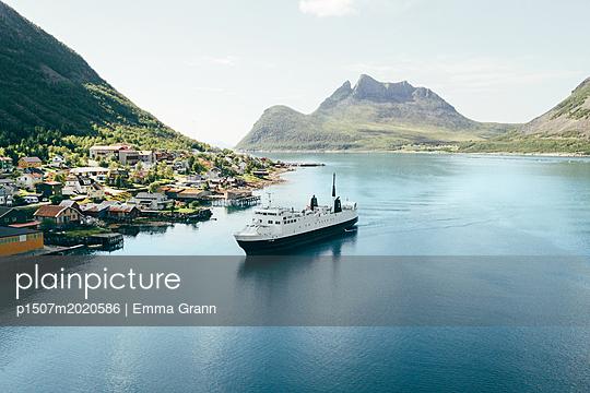 Lofoten - p1507m2020586 by Emma Grann