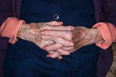 Elderly woman - p1057m1028510 by Stephen Shepherd