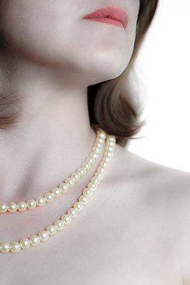 Pearls - p1228m1039420 by Benjamin Harte