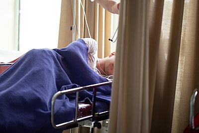 Patient after surgery - p1650m2272191 by Hanna Sachau