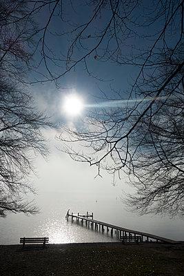 Nebel über dem See - p1657m2248635 von Kornelia Rumberg