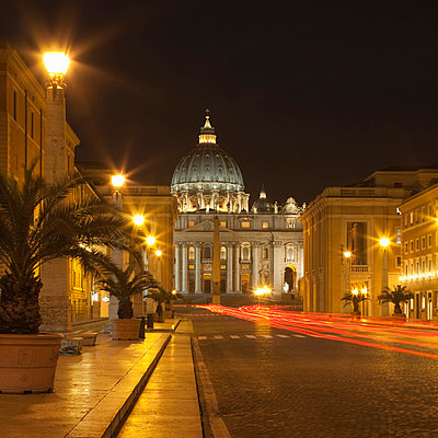 Time lapse view of St Peters Basilica - p42918129 by Alex Holland