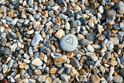 Heart and pebbles - p851m1048671 by Lohfink