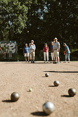 People playing petanque - p312m2146282 by Stina Gränfors