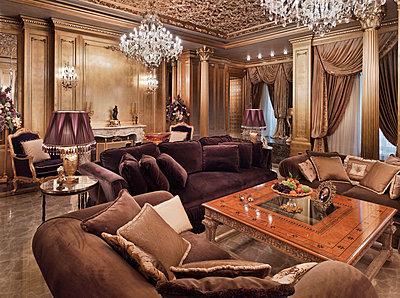 Living room in luxury villa - p390m1115628 by Frank Herfort