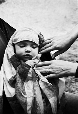 Baby in a shawl - p567m1056325 by Gabrielle Duplantier