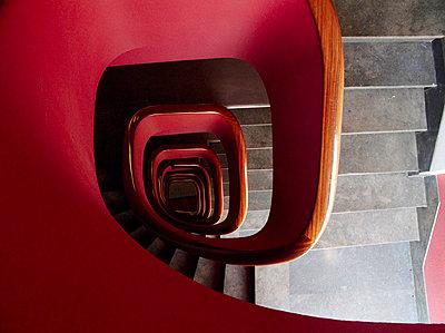 Rote Wendeltreppe - p8870027 von Christian Kuhn