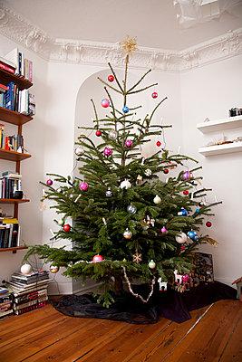 Christmas tree - p295m938226 by Nanine Renninger