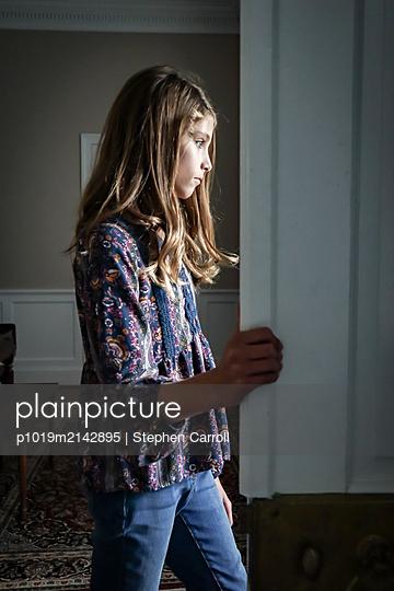 Mädchen in einem Zimmer - p1019m2142895 von Stephen Carroll