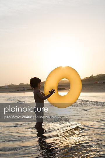 Kid plays in the water - p1308m2126462 by felice douglas